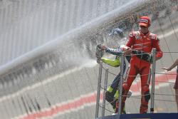 Podium: Casey Stoner und Valentino Rossi feiern