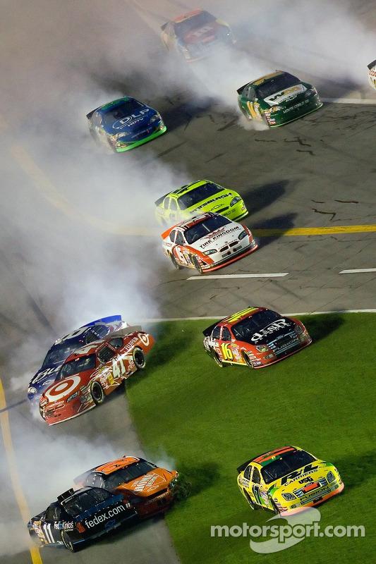 Pepsi 400 in Daytona 2007: Crash mit Gibbs-Teamkollege Denny Hamlin