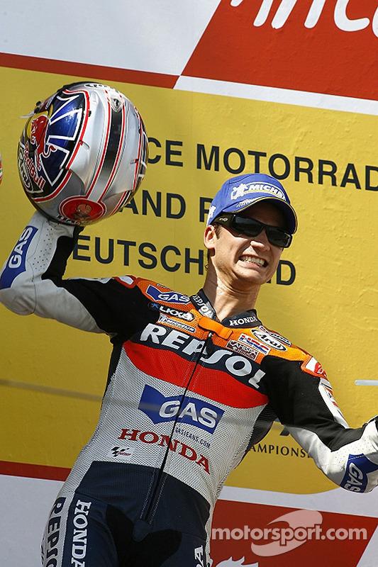 Podium: le vainqueur de la course Dani Pedrosa