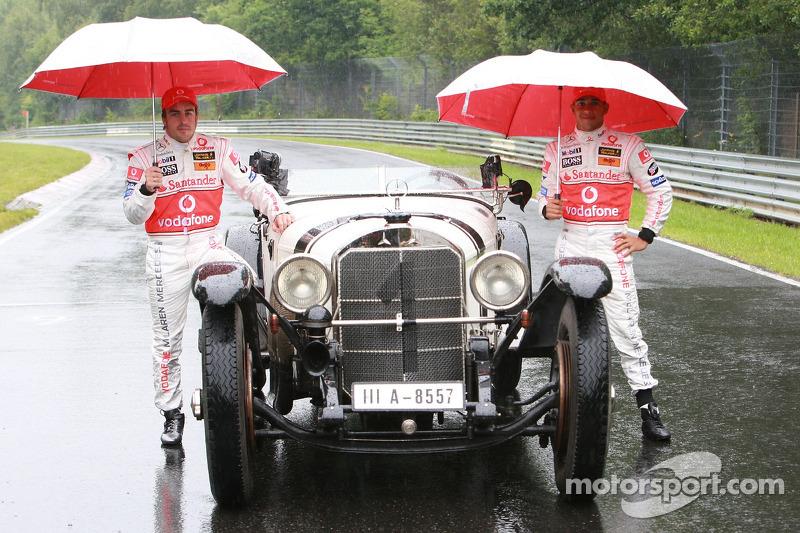 Fernando Alonso, McLaren Mercedes y Lewis Hamilton, McLaren Mercedes con el histórico Mercedes S from 1927