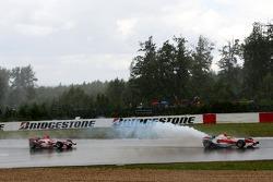 Ralf Schumacher, Toyota Racing TF107; Takuma Sato, Super Aguri F1 SA07