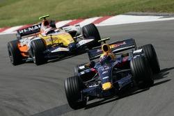 Mark Webber, Red Bull Racing RB3; Heikki Kovalainen, Renault F1 Team R27