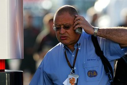 Pat Behar, FIA, Fotoğrafçısı Delegate, phone