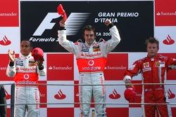 Podium: race winner Fernando Alonso and Lewis Hamilton and Kimi Raikkonen