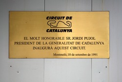 Commemoritive plate on the wall recalling the opening of the circuit