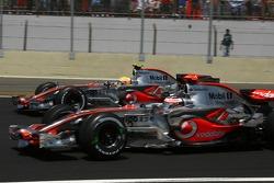 Start: Fernando Alonso, McLaren Mercedes, MP4-22 en Lewis Hamilton, McLaren Mercedes, MP4-22