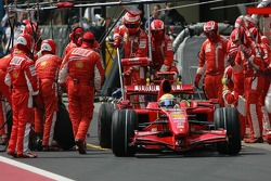 Felipe Massa, Scuderia Ferrari, F2007 pit stop