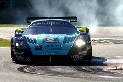 Another incident, in the back of #2 Vitaphone Racing Team Maserati MC 12…