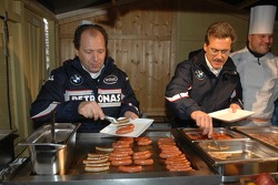 Dr. Mario Theissen and Willy Rampf serve food