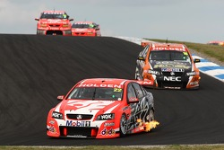Todd Kelly (Holden Racing Team Commodore VE), Garth Tander (Toll HSV Dealer Team Commodore VE)