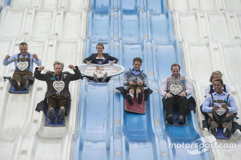 Sven Fischer, Prinz Leopold von Bayern, Ingalena Heuck, Marco Wittmann, Christoph Langen, Natalie Geisenberger und Joshua Bluhm beim BMW Wiesn-Stammtisch 2015 auf dem Oktoberfest