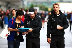 Фернандо Алонсо, McLaren и Дженсон Баттон, McLaren