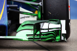 Sauber C34 front wing with flow-vis paint