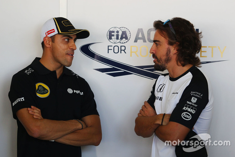 Pastor Maldonado, Lotus F1 Team with Fernando Alonso, McLaren