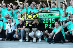 Winnaar Lewis Hamilton, Mercedes AMG F1 Team, 2de Nico Rosberg, Mercedes AMG F1 Team vieren met team