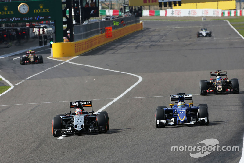 Nico Hulkenberg, Sahara Force India F1 VJM08 and Marcus Ericsson, Sauber C34 battle for position