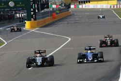 Nico Hulkenberg, Sahara Force India F1 VJM08 and Marcus Ericsson, Sauber C34 battle for position