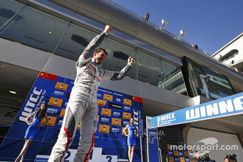 Race winner: Jose Maria Lopez, Citroën C-Elysée WTCC, Citroën World Touring Car team