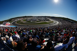 Race action at New Hampshire