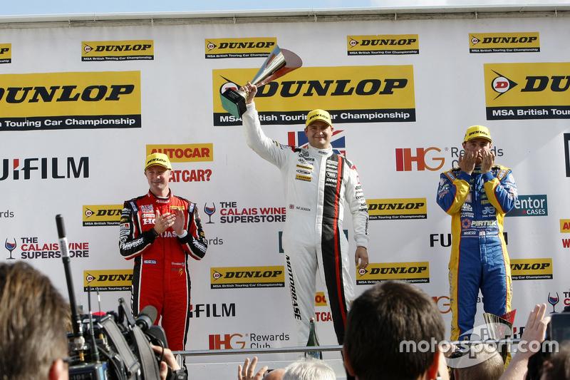 Race 1 Podium: second place Gorden Shedden, Honda Yuasa Racing and winner Mat Jackson, Motorbase Per