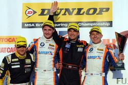 Race 3 Podium: peringkat kedua Sam Tordoff, Team JCT600 bersama GardX, dan winner Colin Turkington, Team BMR, dan peringkat ketiga Rob Collard, Team JCT600 bersama GardX
