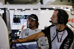 Fernando Alonso, McLaren in the garage with Cairon Pilbeam