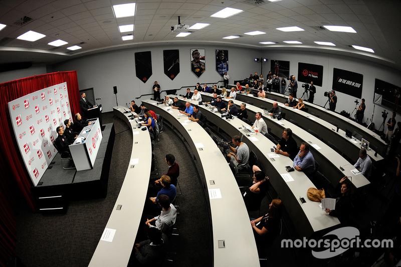 Medya, Haas F1'in pilot duyurusu için toplanmış durumda