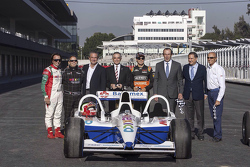 Emerson Fittipaldi, Héctor Rebaque, Miguel Angel Mancera, Sergio Pérez, Francisco Maass, Alejandro Soberón et Jo Ramírez