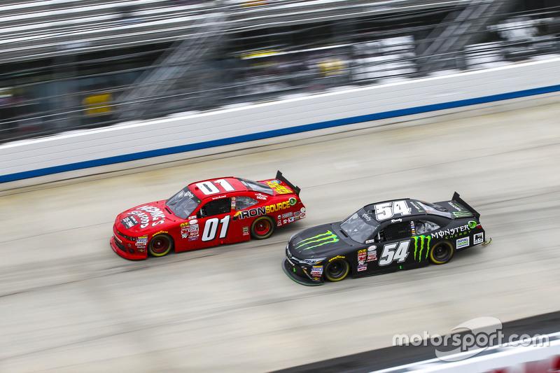 Landon Cassill, JD Motorsports Chevrolet and Kyle Busch, Joe Gibbs Racing Toyota