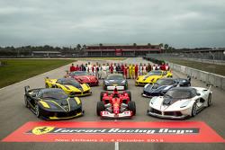 法拉利大家庭合照:F1 clienti赛车、FXX以及法拉利挑战赛的车手们