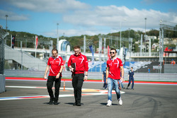 Will Stevens, Manor Marussia F1 Team walks the circuit