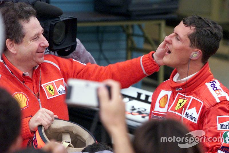 Yarış galibi ve 2000 Dünya Şampiyonu Michael Schumacher, Ferrari ve Jean Todt