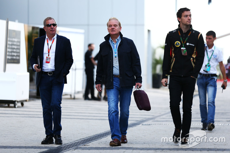 (L to R): Martin Brundle, Sky Sports Commentator with Jonathan Palmer, and Jolyon Palmer, Lotus F1 Team Test and Reserve Driver
