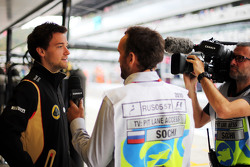 Jolyon Palmer, Lotus F1 Team Test and Reserve Driver with Frank Montangy, Canal+ TV Presenter