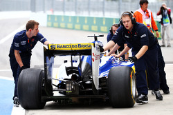 Marcus Ericsson, Sauber C34 stopped at the pit lane exit and pushed back by mechanics