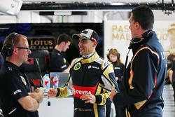Mark Slade, Lotus F1 Team Ingeniero de carrrera con Pastor Maldonado, Lotus F1 Team y Federico Gastaldi, Lotus F1 Team Subdirector de equipo