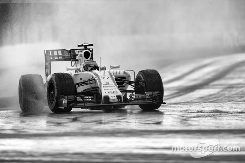 Во второй тренировке команды вновь не смогли поработать по привычной программе – на этот раз из-за дождя. Значительную часть сессии гонщики отсиживались в боксах, лишь Фернандо Алонсо проехал больше десяти кругов. Зачетное время поставили только восемь пилотов