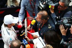 Нико Росберг, Mercedes AMG F1 и Кай Эбель, ведущий RTL TV