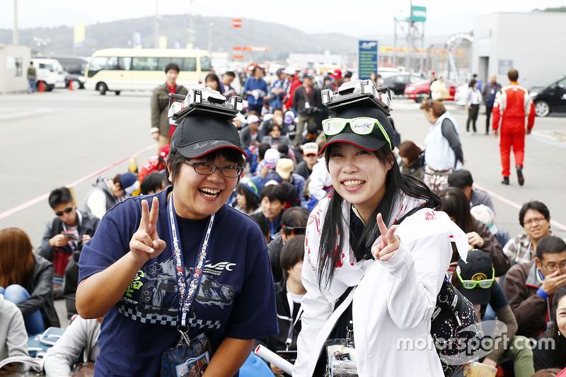 Porsche Team Fans