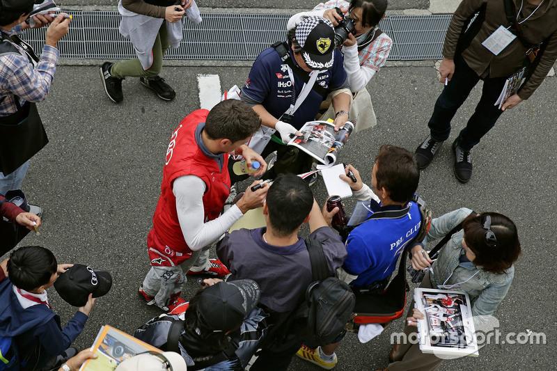 Loïc Duval, Audi Sport Team Joest, mit Fans