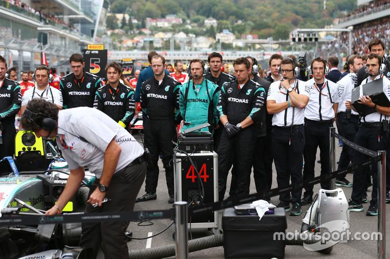 Mercedes AMG F1 gridde