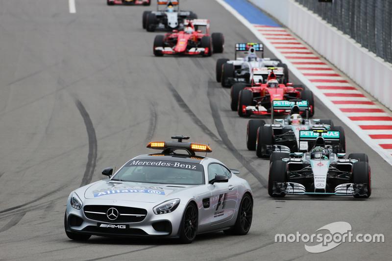 Ніко Росберг, Mercedes AMG F1 W06 лідирує , за машиною безпеки