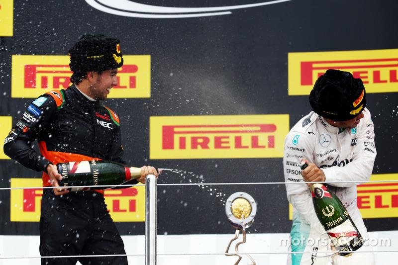 Sergio Perez, Sahara Force India F1 viert derde plaats op het podium met winnaar Lewis Hamilton, Mer