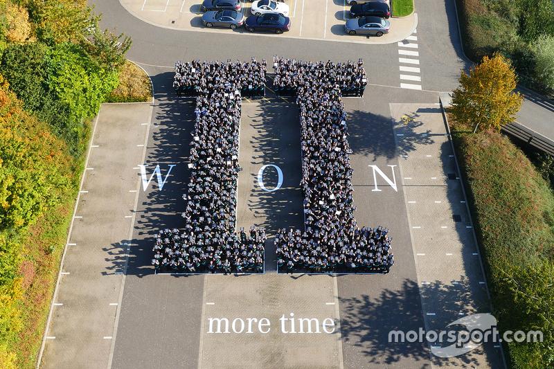 Mercedes celebra o título do mundial de construtores 2015