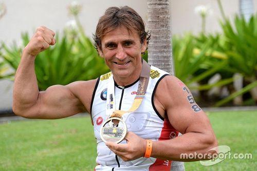 Alex Zanardi termine l'IronMan de Hawaii