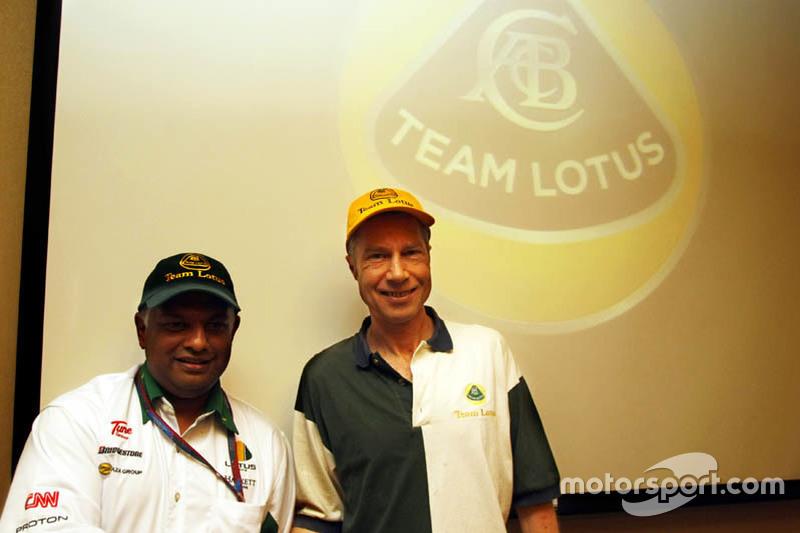 David Hunt and Tony Fernandes at the 2010 Singapore GP
