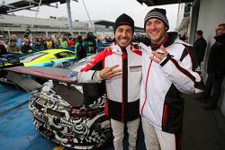 #911 Porsche Team Porsche 911 GT3 R: Nick Tandy, Frédéric Makowiecki feiern Platz 3