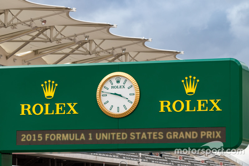 Rolex board in the pits