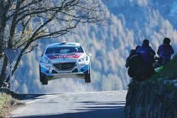 Emil Bergkvist su una Peugeot 208 T16 al Rallye International du Valais