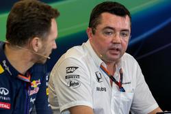 Кристиан Хорнер, руководитель команды Red Bull Racing и Эрик Булье, гоночный инженер McLaren Racing на пресс-конференции FIA
